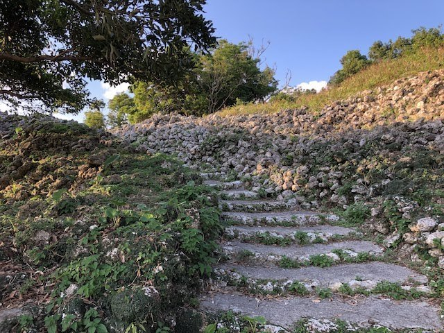 一の郭への登坂路.jpg